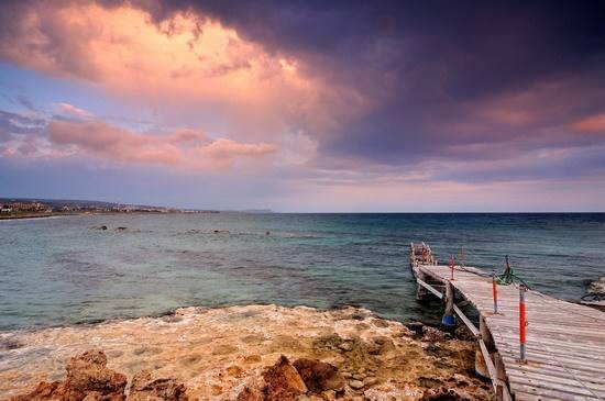 办理塞浦路斯移民,为什么需要找中介?