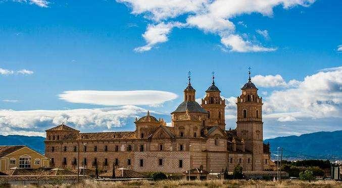 西班牙非盈利居留续签需要注意哪些事项